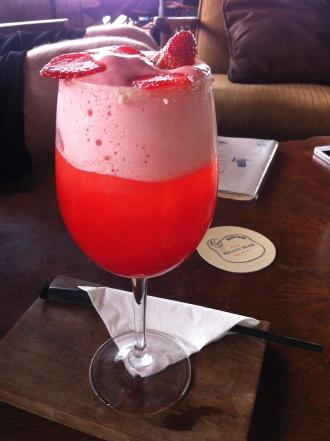 Champagne supernova, Strawberry puree and liqueur, vanilla sugar, sparkling wine and strawberry foam